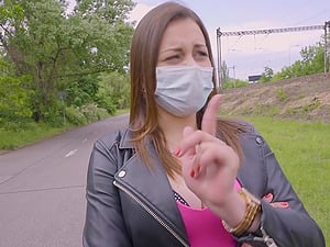 Czech amateur Mia Rose agrees to have sex but wears her mask