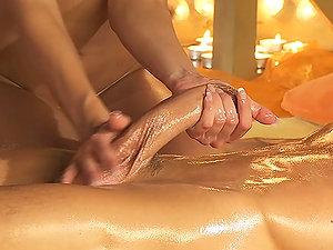 Stunning Honey Gives an Unbelievable Turkish Rubdown after Bath