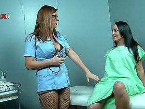 Gynecologist Leona Lee Vulva Handballing Her Patient Chloe Lovette