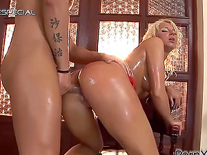 Horny Blonde Stunner Oiled and Fucked by Jizz-shotgun and Fake penises