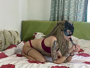 Blonde hottie gets her shaved twat pounded and gets sprayed with fresh cum