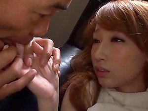 Pretty Japanese dame playthings her cootchie and gets finger-tickled