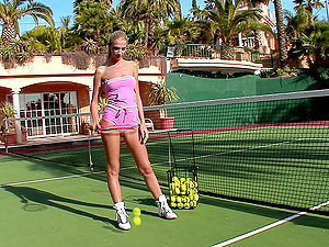Slender cutie Brooke plays with her snatch on a tennis court