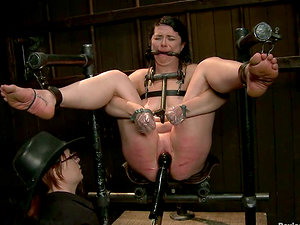 Siouxsie Q gets roped and toyed so that she screams