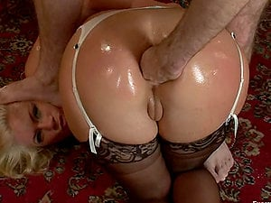 Blonde whore gets dual penetrated and toyed