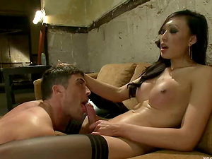 Lance Hart gets his culo drilled by gorgeous tranny Venus Lux