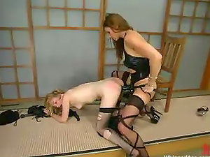 Kym Wilde whips Starlet before drilling her culo with a strapon