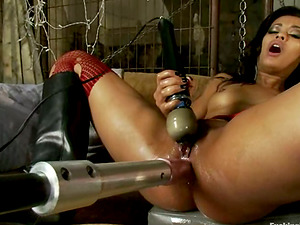 Asphyxia and Skin knuckle each other's vags and have fun with hookup machine