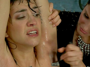 Brown-haired chick get her hairy beaver and underarms smooth-shaven