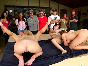 Girl/girl Chicks Pleasing the Crowd with Cunt Eating and Frolicking