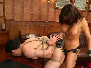 Sexy brown-haired fucktoys her hook-up victim in the donk in an office