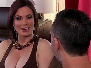Helping with the Chores Just to Fuck the Hot Mummy Diamond Foxxx