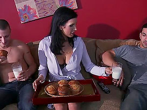 Banging the Roomy's Hot Mom Shay Glances in Xxx Bang-out Movie