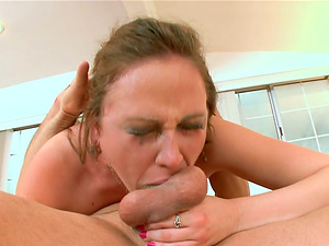 Sexy honey gets fucked after she gives a nice head