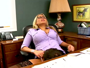 Sultry Alanah Rae has hot hookup in an office