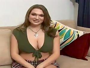 Stunning Cassandra Calogera loves smashing her coochie with a fuck stick
