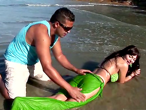 Stunning Brazilian Stunner with Awesome Butt Fucked in the Culo at the Beach